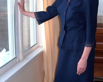 Lovely Lacy-Edge Suit / Vintage Bahari / Soft Navy Blue 14P Ladylike Madmen