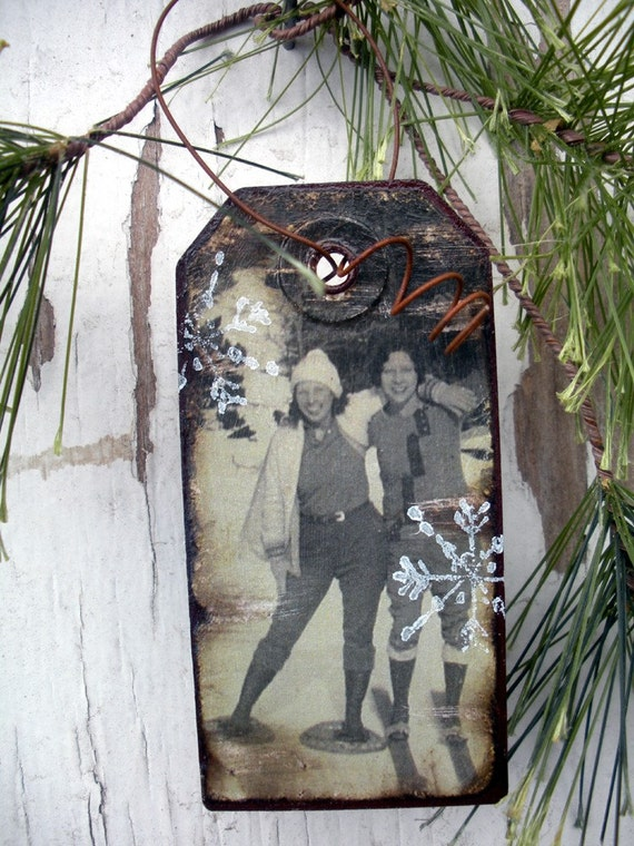 1920s Girls Day Out - Skiing and Snowshoeing - Gift Tag - Vintage Ski - Vintage Snow Shoe - Winter