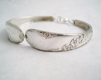Spoon Bracelet, FREE CUSTOM ENGRAVING, Bridesmaid Bracelet, Bridesmaid Gift Spoon Jewelry, Bridal Gift, Vintage Wedding - Bridal Wreath 1950