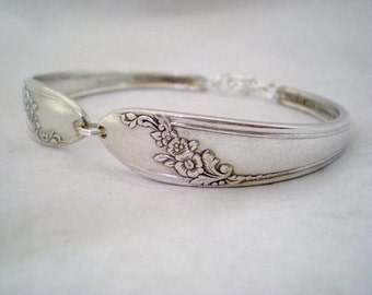 Spoon Bracelet, FREE ENGRAVING, Silver Wedding Bracelet, Bridesmaid Bracelet, Bridesmaid Gift, Christmas, Vintage Wedding  - QUEEN Bess 1946