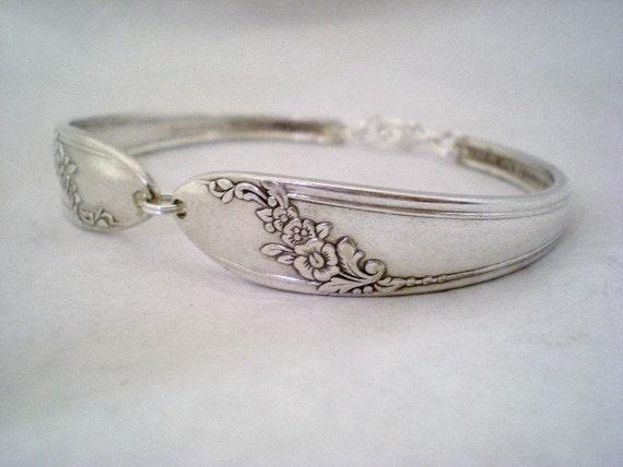 Spoon Bracelet, FREE ENGRAVING, Silver Wedding Bracelet, Bridesmaid Bracelet, Bridesmaid Gift, Christmas, Vintage Wedding  - QUEEN Bess 1946