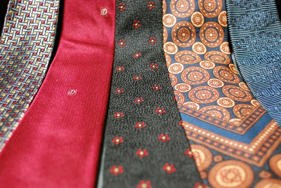 Lot of 5 Vintage 1950s/ 1960s Rayon Skinny Ties (blue, red, black, gold)