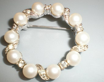 """Bridal Brooch Feminine Pearls and Rhinestone Circular Stunner-Also Perfect As """"New"""" Mother' Gift"""