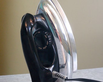 Classic 1950s Berkley Electric Iron