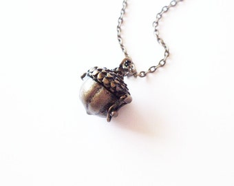 Peter's Kiss Necklace Acorn Jewelry Wendy Darling Locket Pendant Charm Neverland Accessories Book Lover Wife Girlfriend Womens Gift For Her