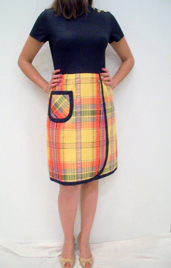 Yellow Plaid Day Dress by Leslie Fay /// Navy Blue & Brass Buttons Vintage 60s Cotton Seersucker Nautical by Leslie Fay /// Size S/M or  6/8