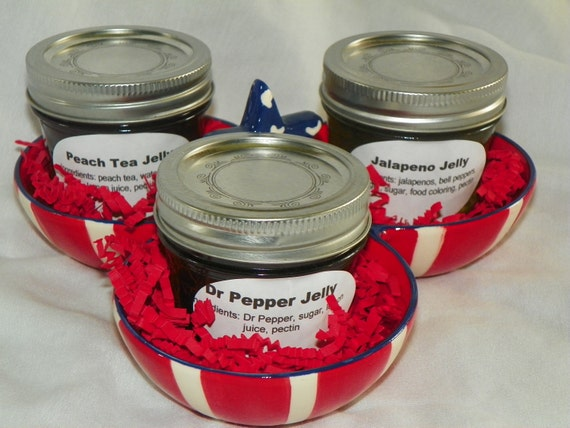 Tastes of Texas Jelly Gift Basket with Dr Pepper Jelly, Jalapeno Jelly, and Peach Tea Jelly