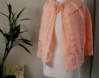 vintage FAIRY TALE hand knit peachy coral capelet 70s