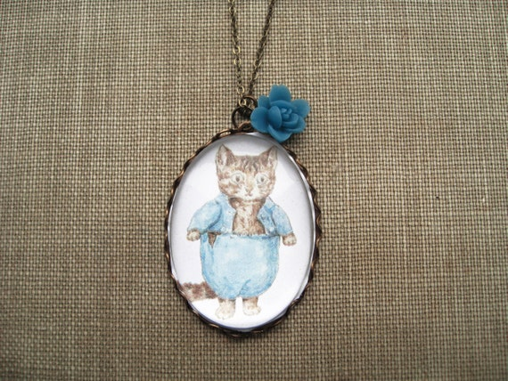 Tom Kitten Necklace (beatrix potter. magnifying pendant. art book illustration. fairytale jewelry. antique inspired. whimsical jewellery))