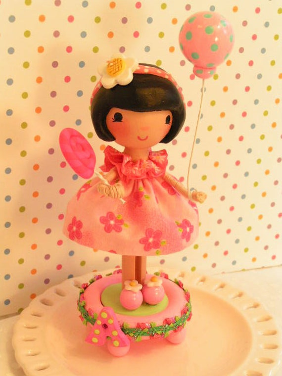 A Sweetiepie Cake Topper in Pretty Pink