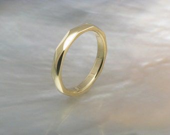 hand forged faceted wedding band for men or women -- 3mm 18k yellow gold wedding ring
