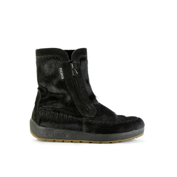 Snowed In: Vintage Tecnica Apres Ski Boots. Pitch Black Animal Hair. Made in Italy - Mens sz 10 or Womens sz 12 (Vtg 44)