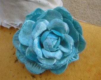 Cute  velvet    flower    with back pin