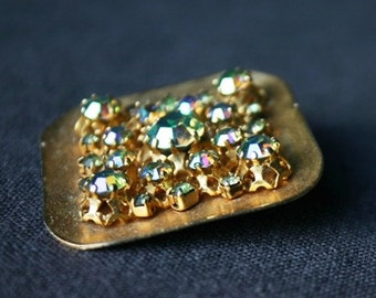 The bright sparkling squared golden brooch. A gift for mum.