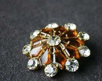 Shine like a star. Vintage sparkling brooch.