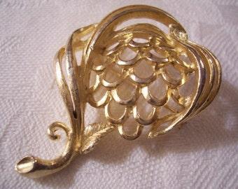 Flower Pin Brooch Gold Tone Swirl Vintage Lisner Leaf Abstract Design