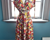 From our Paris trip... Vintage FLORAL print KIMONO style summer dress, M