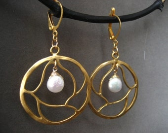 Circle earrings, pearl dangle, tree branch, round drop, freshwater pearl, gold circle, pearl coin, handmade