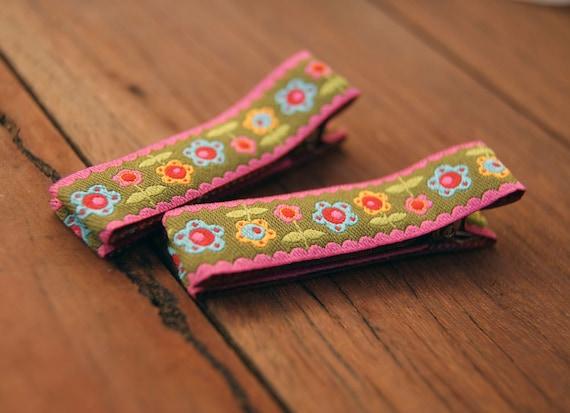 Non-Slip Hair Clips Pair - Fully Lined Hair Clips - 2x baby girls hair clips - Barrette Set - Khaki Funky Flower Hair clips