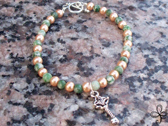 Keyed Agate and Glass Pearls Bracelet
