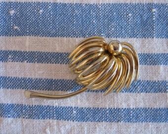 Mid Century Daisy Marvella Pin/Brooch 1960s By Gatormom13