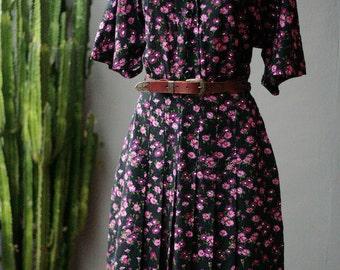 XS S vintage purple flower print pleated tea dress 1970s