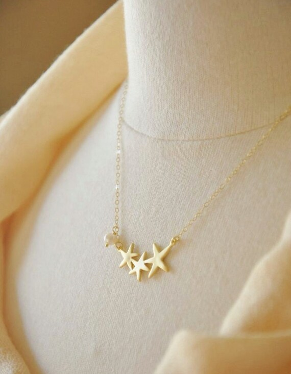 Gold Starfish Necklace with White Freshwater Pearl Accent, Beach Necklace, Dainty Gold Necklace, Summer Necklace, Delicate Necklace