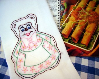 Mama Bear Dish Towel - Tea Towel - Kitchen Towel - Anthropomorphic Mama Bear - Hand Embroidered - Cotton - Flour Sack