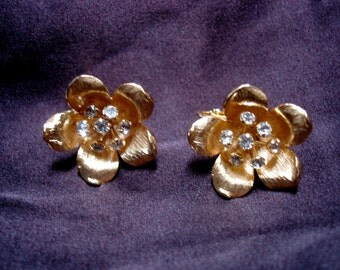 SALE //1940s Honey Blossom // Goldtone Flora Earrings