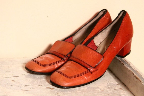 SALE 1970s Candy Apple Red Loafer Pumps US 7