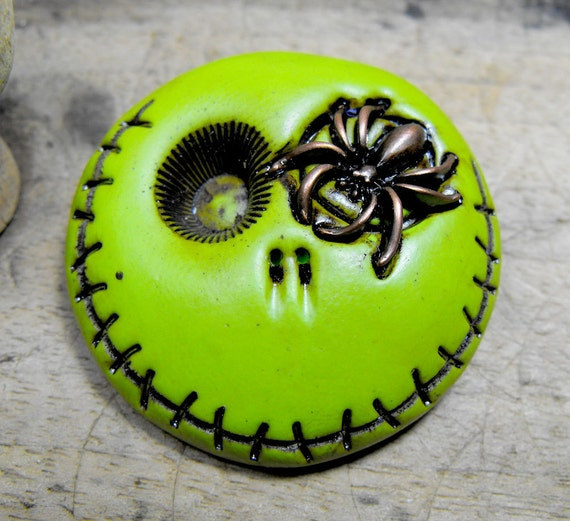 Adorable lime tone skull brooch with a spider in is eye. Brooch, keychain, pendant or magnet (you choose)
