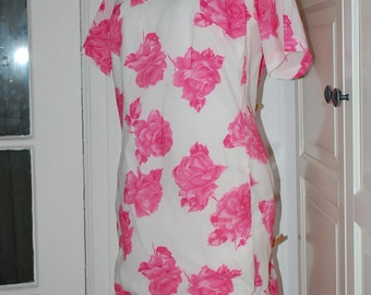 Vintage 50s White Crepe Dress with Print of Big Pink Roses by Bunny's Casuals of Miami, Size L/XL