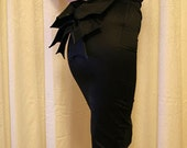 Vampy chic // High waist black pencil skirt with bustle //Gothic // Vampira // Made to measure