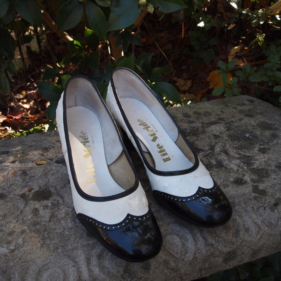 Shoes Lifestride Black Patent and White Faux Ostrich Skin Pumps Late 60's/Early 70's