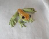 Needle Felted Frog Shoulder Pet -- Lifelike Christmas Tree Frog