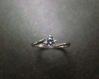 Classic Diamond Engagement Ring in 18K White Gold (0.25ct, F/VS)