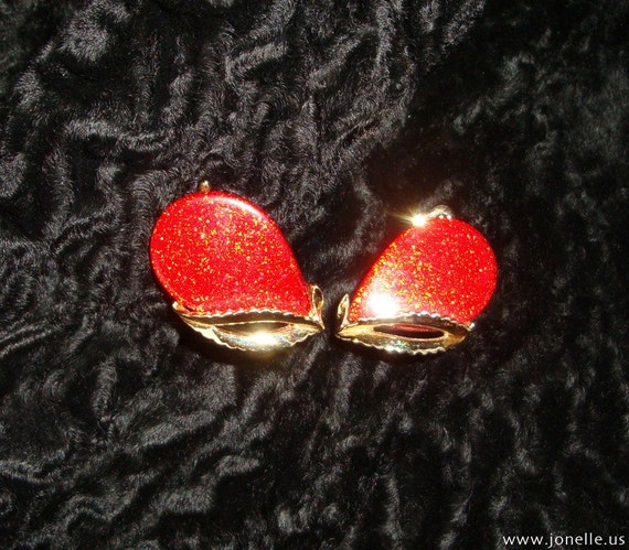 CANDY APPLE - Vintage red gold sparkly clip-on earrings, rockabilly mad men cocktail, 1950s 1960s fabulous Viva Las Vegas costume jewelry.