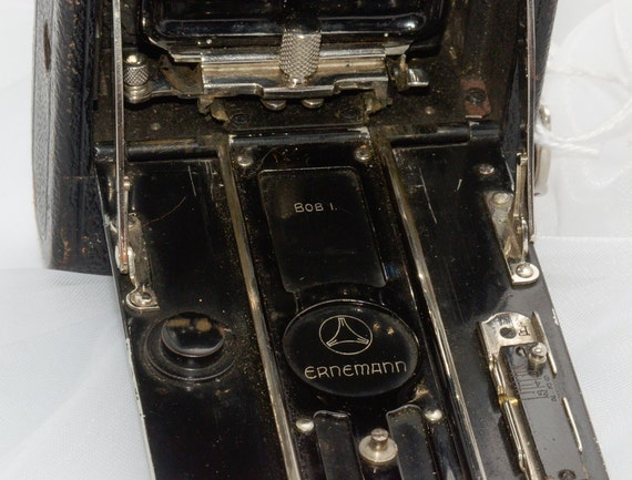 Antique Camera --  Ernemann Bob I Folding Camera, Tag 1028