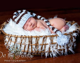 Newborn Stocking Hat, Baby Boy Stocking Hat, Baby Blue and Brown with PomPom. Great for Baby Photo Props.