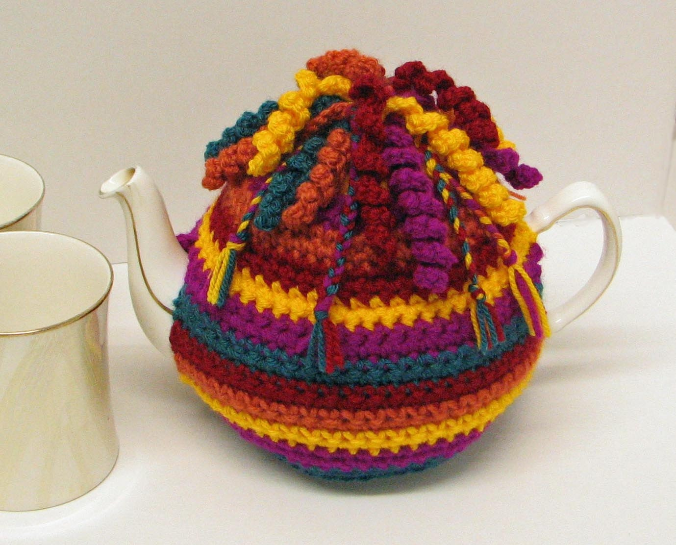 Free Easy Tea Cosy Crochet Pattern : Crochet pattern for Tea Cosy / Cozy trimmed with spirals and