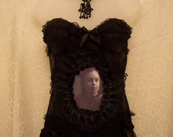 Little Ophelia Changing Portrait Cameo Corset- black goth victorian large/C cup