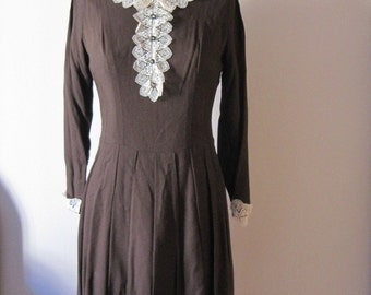 vintage 1960s crocheted lace trim dress