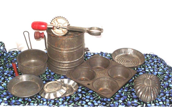 Vintage Toy BAKING Cooking miniature Flour Sifter Pots N Pans Pie Cupcake Muffin Betty TAPLIN Egg Beater all metal