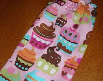 Plastic Bag Holder & Dispenser - Cupcakes on Pink