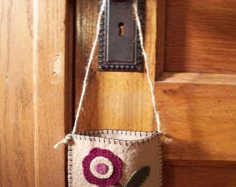 Prim Posey Wool Felt Door Pocket