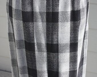 Vintage 1960's Pencil Skirt Plaid Black And Grey Wool Felt