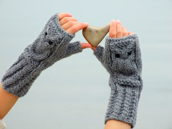 Owl fingerless gloves in gray