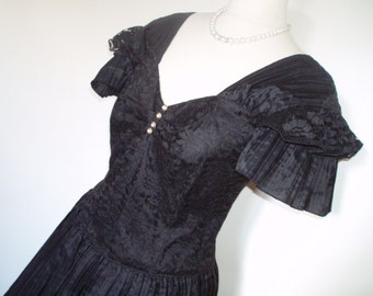 Vintage Black Lace & Net Cocktail/ Prom Dress UK 10, US 6 8, EU 38 Full skirt Lace bodice