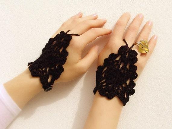 Black crochet lace mittens, fingerless gloves, hand jewelry, gothic, victorian, sexy, lolita, bracelet, steampunk