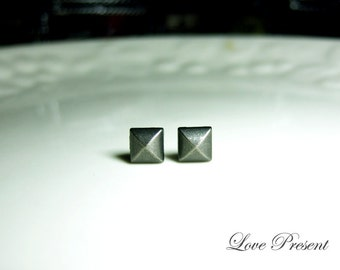 Grand Rock N Roll and Punk  Pyramid earrings stud style - Color Vintage Steel Grey